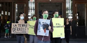 Climate protesters with Covid-19-masks in Lausanne in late May.