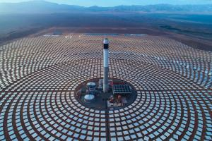 Concentrated solar power can be used to produce eco-friendly hydrogen, which can then be traded internationally: Morocco's NoorIII was installed in Quarzazate with financial support from Germany's KFW development bank.