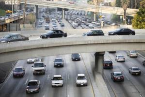 Car traffic in Los Angeles: California has adopted ambitious emission-reduction targets.