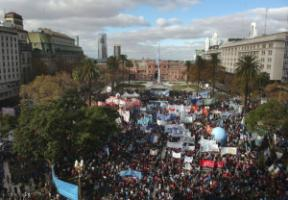Anti-IMF rally in Buenos Aires on 1 June.