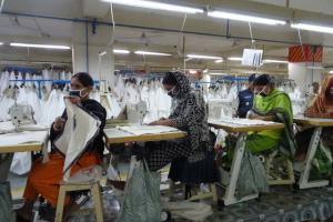 Women account for the lion's share of economic output in developing countries; the SPD wants to step up support for them. Garment workers in Bangladesh.