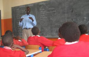 Internationally, 17 of 100 children will never enrol in primary school: biology class in Nairobi.