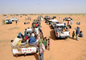 A convoy of Malian refugees in Mauretania in 2013.