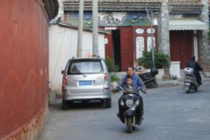 A private car – or at least a private motorbike: For millions of Chinese people this dream is becoming reality.