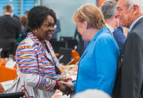 Virginia Wangare Greiner of Maisha has the ear of top politicians: here she talks to German Chancellor Angela Merkel during the 2018 Integration Summit at the Federal Chancellery.