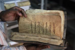 Numerous valuable manuscripts were saved from Islamists. However, poor storage facilities and harsh climate conditions put them at risk.