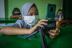 Not all children have equal opportunities: learning online via smartphone in central Java in Indonesia during the Corona pandemic.