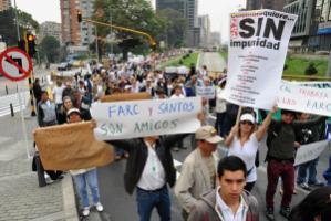 Protesting against peace negotiations with FARC: The demonstrators in Bogotá fear that human rights violations will go unpunished.