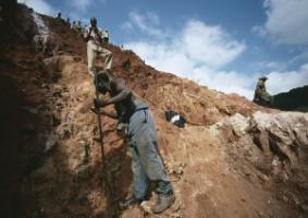 Mine workers in Mozambique: Gemstones round out the export portfolio.