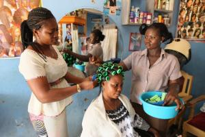 The ILO demands better job opportunities for women: hairdresser training in Togo.