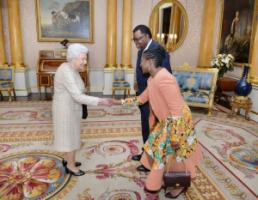 Old and new elite: Elizabeth II welcomes Namibian president Hage Geingob and his wife in Buckingham Palace.