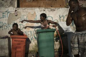 Many Brazilians have fallen back into poverty in recent years: slum dwellers in Rio de Janeiro.
