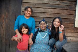 Latin America shows good scores on the Global AgeWatch Index – and Chile scores best: Family of Mapuche Indians.