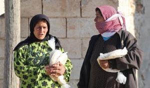 Syrians with emergency rations in Humaymah al-Kabira in the province of Aleppo.