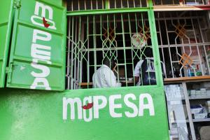 Mobil transfers help – M-Pesa is making a difference in Kenya and other African countries.