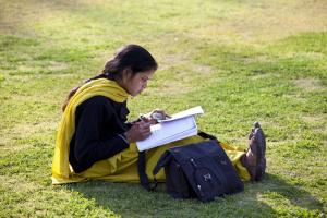 Young Indian women study hard, hoping to achieve a lot.