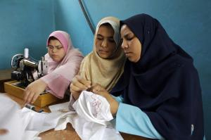 Young women on a youth centre sewing course in Egypt: Young people in the MENA region lack the right training and education.