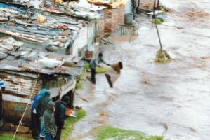 A flash flood in Alexandra, the South African township, in 2000: urban agglomerations must adapt to climate change