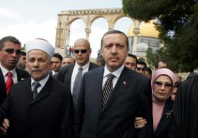 Tayyip Erdogan and his wife Amina visiting the Al-Aqsa mosque compound in Jerusalem in 2005
