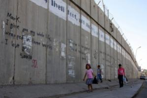 Palestinan kids in front of the wall between Ramallah and Jerusalem