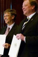Forging new partnerships: Dirk Niebel and Bill Gates sign a cooperation agreement in April between the German Development Ministry and the Gates Foundation