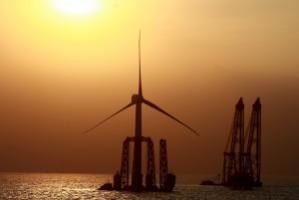 An offshore Chinese windmill: thanks to investments in the People's Republic, the developing world overtook the rich nations in terms of investing in renewable energies in 2010