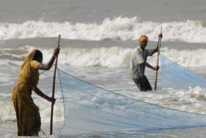 The rising sea level equally affects India and Bangladesh: coastal fisher folk in the Indian part of the Ganges Delta
