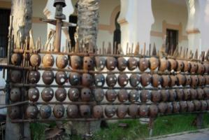 The Libyan artist Ali Alwakwak uses old military equipment for his sculptures
