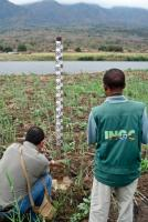 Installing a water level gauge near Beira