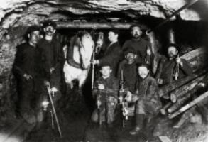 Miners in the Ruhr area in the late 19th century: thanks to societal innovation, the challenges of the Industrial Revolution were met