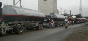 Oil trucks in Lagos/Tankwagen in Lagos