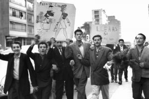 """Prensa libre"": people demonstrated in Bogotá for freedom of the press in 1957"