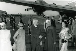 US President Harry Truman, who was the first to express the idea of development cooperation, welcoming India's Prime Minister Jawaharlal Nehru and his family in 1949