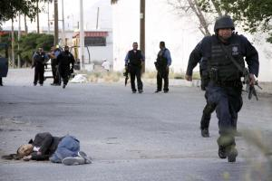 Police agents in Ciudad Juárez, Mexico, after gunmen killed four people in May