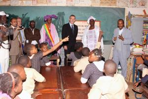 Andris Piebalgs visiting a school in West Africa