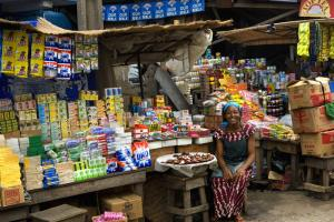 The Nigerian market is growing: a sales woman in Lagos